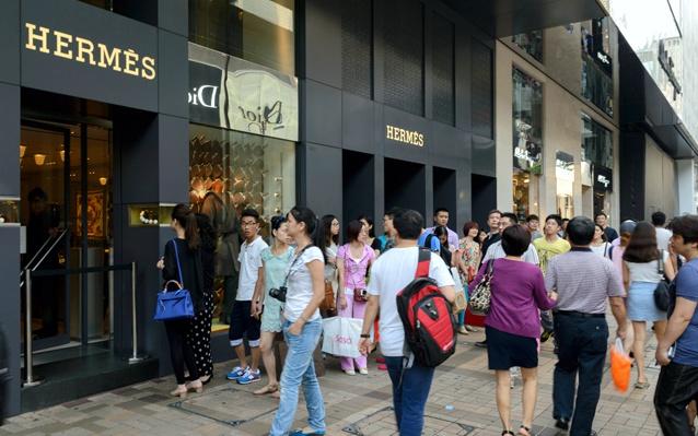 Follower tourists buying luxury brands