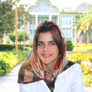 Beautiful lady using a luxury silk scarf during a travel in Iran by Omnimundi Travel