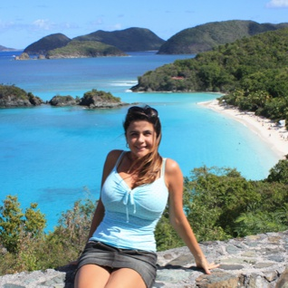 Omnimundi member standing in Trunk Bay beach featuring a nice blue sea