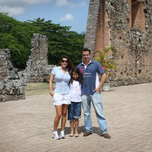 Omnimundi Family visiting ruins in Panama in a beautiful day