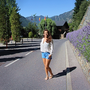 Fancy lady in the middle of the Road in Andorra la Vella