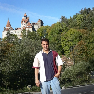 Tourist in front of the Dracula Castle in Romania, by Omnimundi