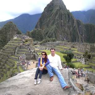 Cople from Omnimundi Family sitting on the ruins of Machu Picchu