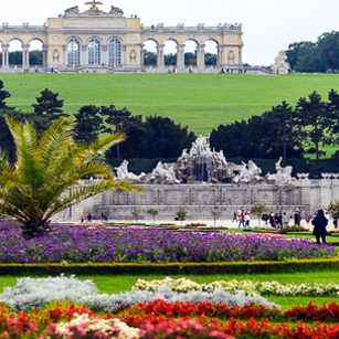 The Schoenbrun Palace gardens in a beautiful day, by Omnimundi